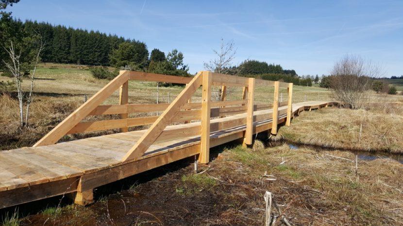 Câbles inox sur pont bois