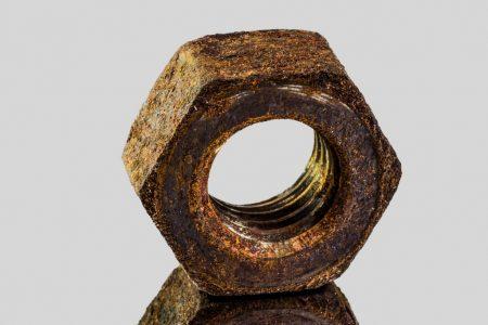 Boulon en acier rouillé : pas une vis inox A4