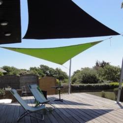 toile d'ombrage fixation sur mats alu sur terrasse bois avec accastillage inox